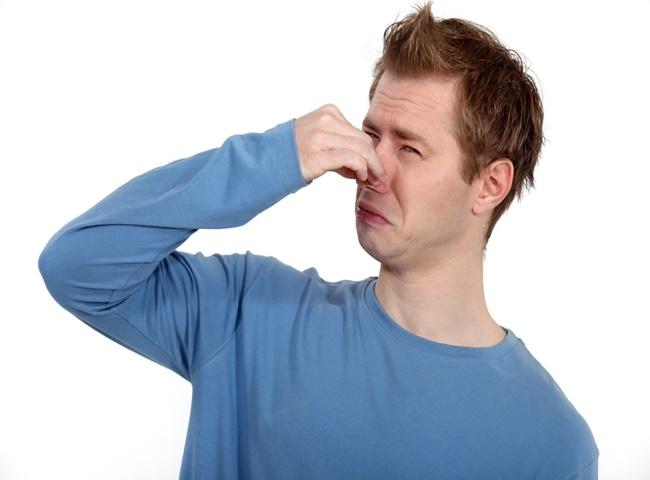 nguyên nhân khiến bồn cầu bốc mùi hôi mỗi lần xả
