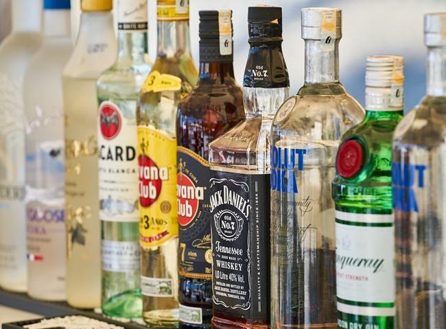 Xử lý bồn cầu bốc mùi hôi mỗi lần xả bằng rượu